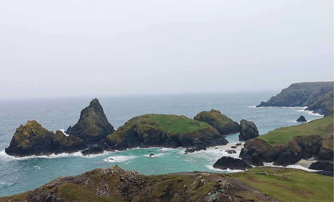 This image has an empty alt attribute; its file name is cornwall-lanscapecoast.jpg